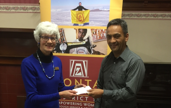 Nicola Mountain presenting a donation from the Zonta Club of Oamaru